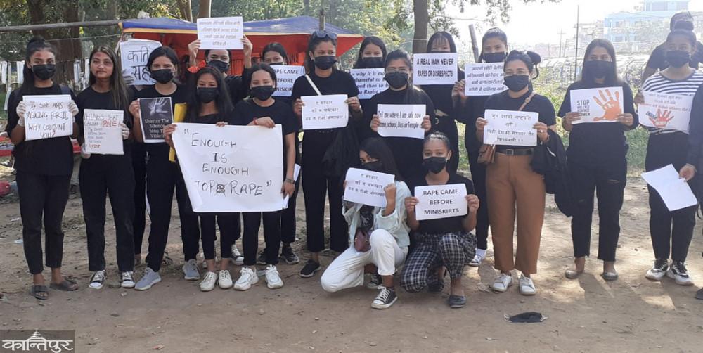 बलात्कारीलाई कारबाही माग गर्दै वीरेन्द्रनगरमा किशोरीहरुको प्रदर्शन