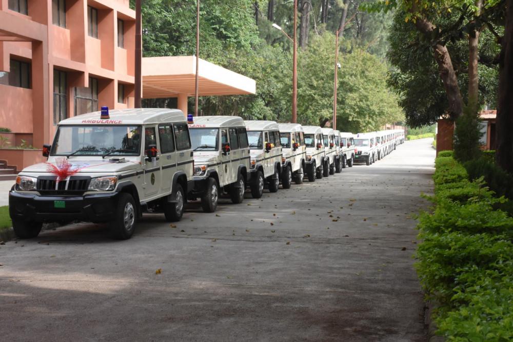 भारतद्वारा ४१ एम्बुलेन्स र ६ बस उपहार